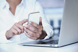 Read more about the article Fordele og ulemper ved at købe en mobil uden abonnement